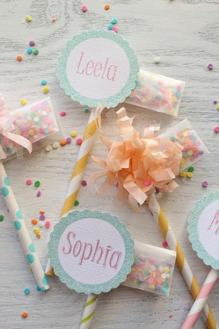 Cute straw cupcake toppers