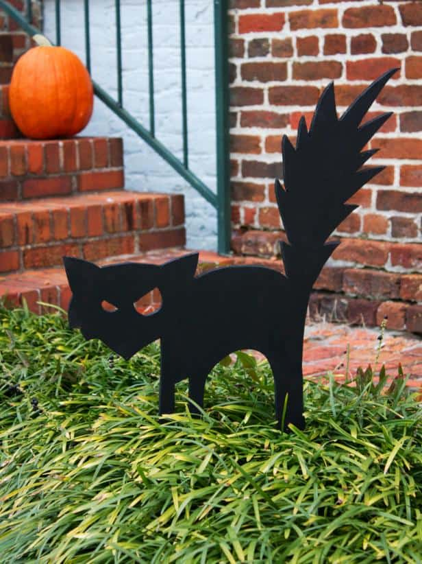 Angry black cat silhouette lawn decor
