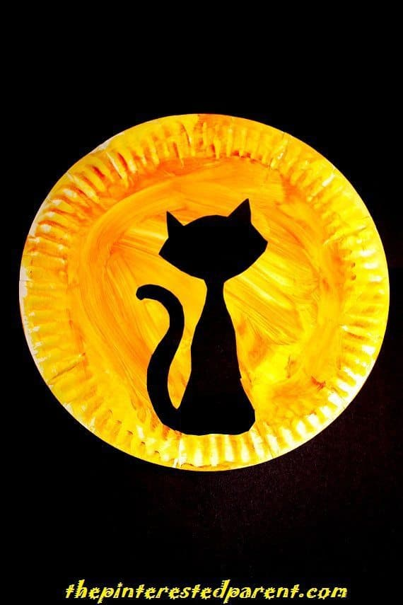 Black cat in the moon plate craft