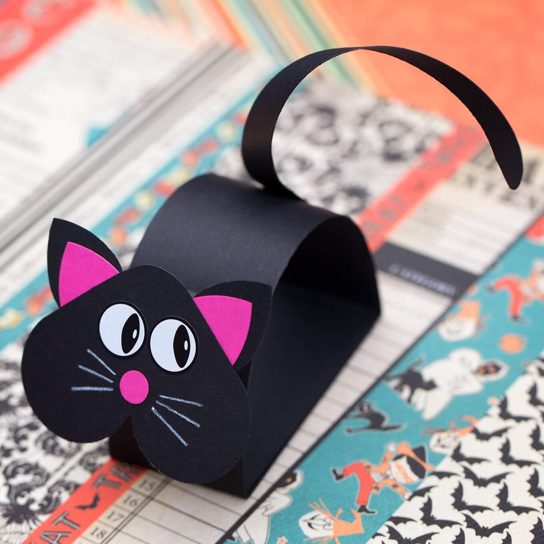 Black cat paper bobble head