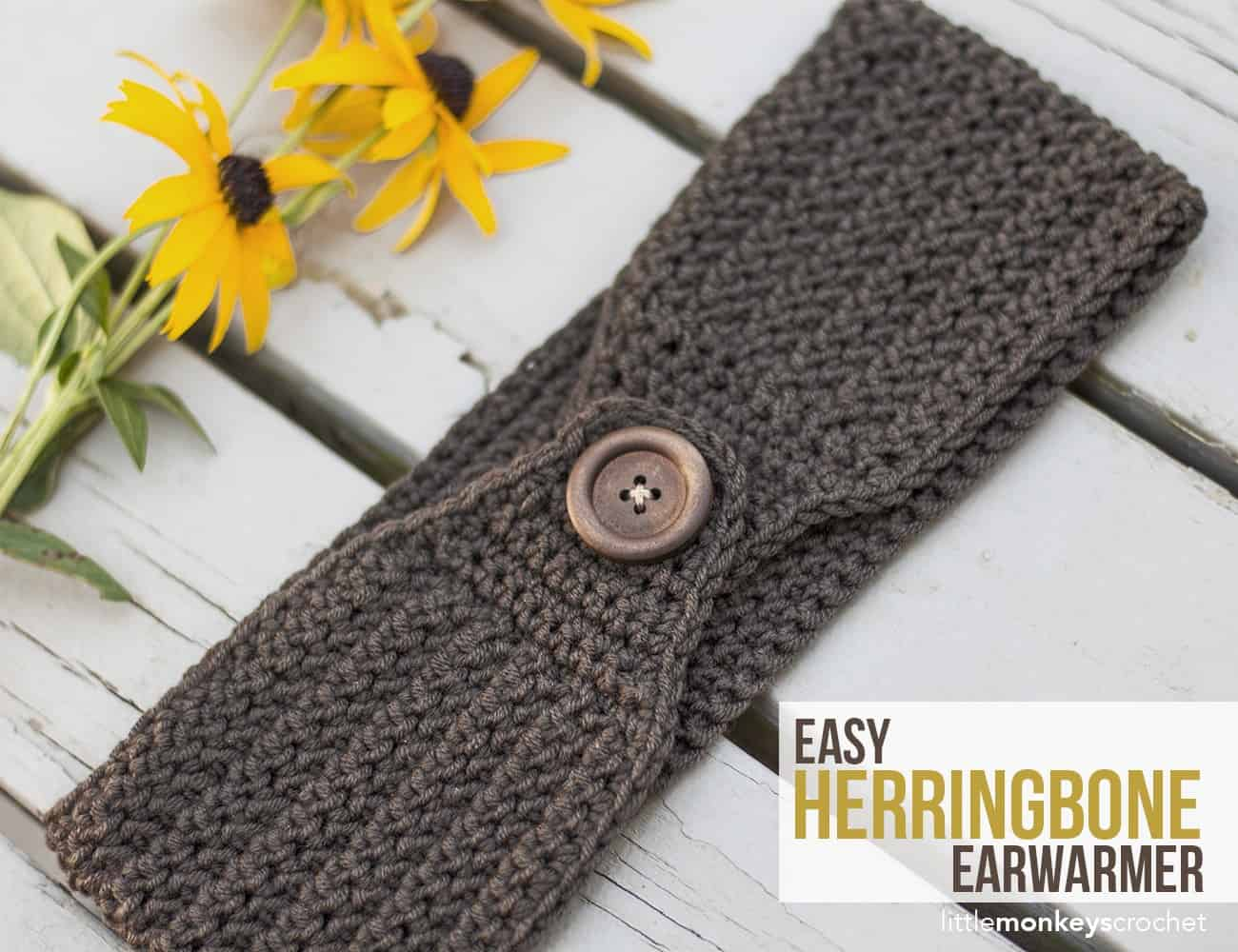 Herringbone ear warmer with a button