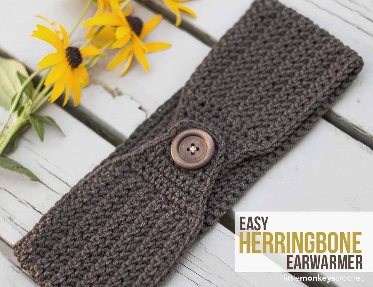 Herringbone ear warmer with a button