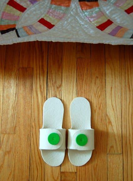 Open toed flip flop slippers