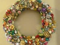 Broken jewelry door wreath 200x150 Glittering Upcycling: 14 Unique Ways to Reuse Old or Broken Jewelry