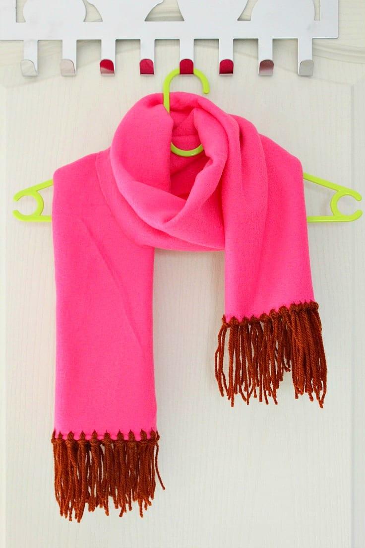 Fringed fleece and yarn scarf