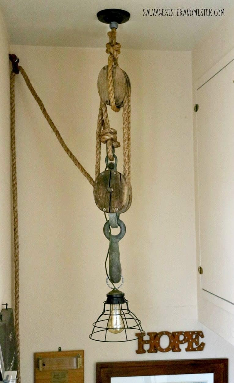 Rope and pulley light