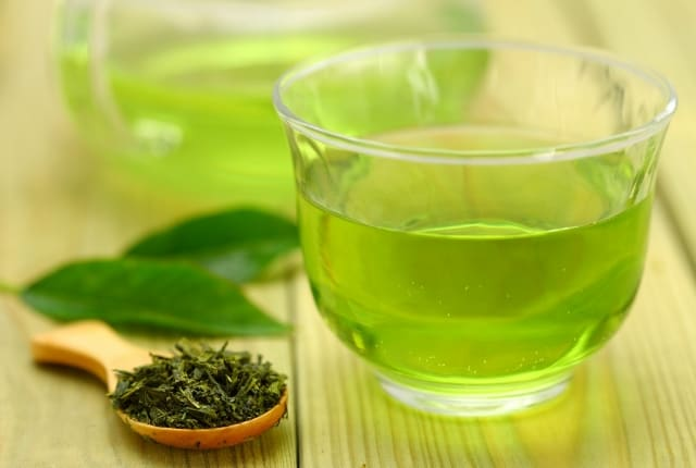 Ease excessive sweating with green tea