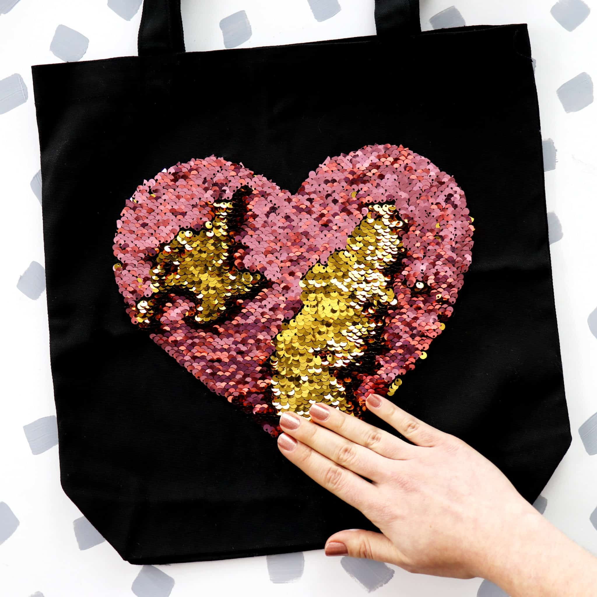Colour changing sequin hear tote bag