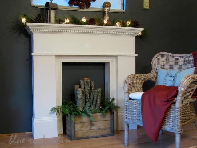 Mantel using the wall colour