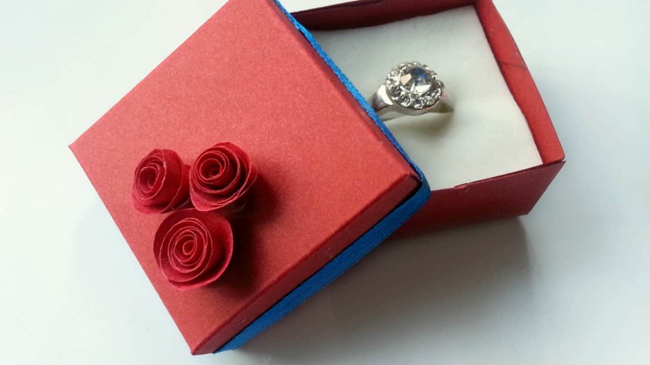 Spiralled paper roses ring box