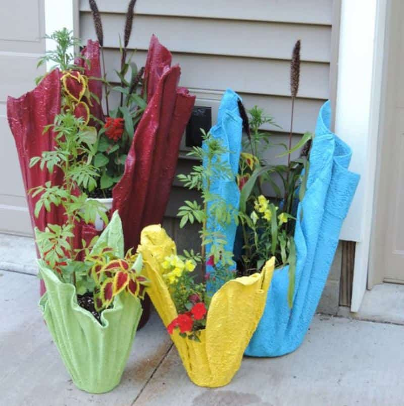 Towel and concrete painted planters