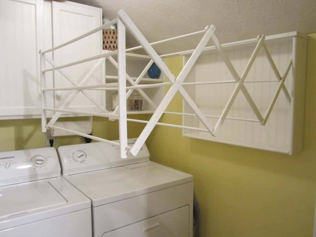 Extending wall mounted laundry rack