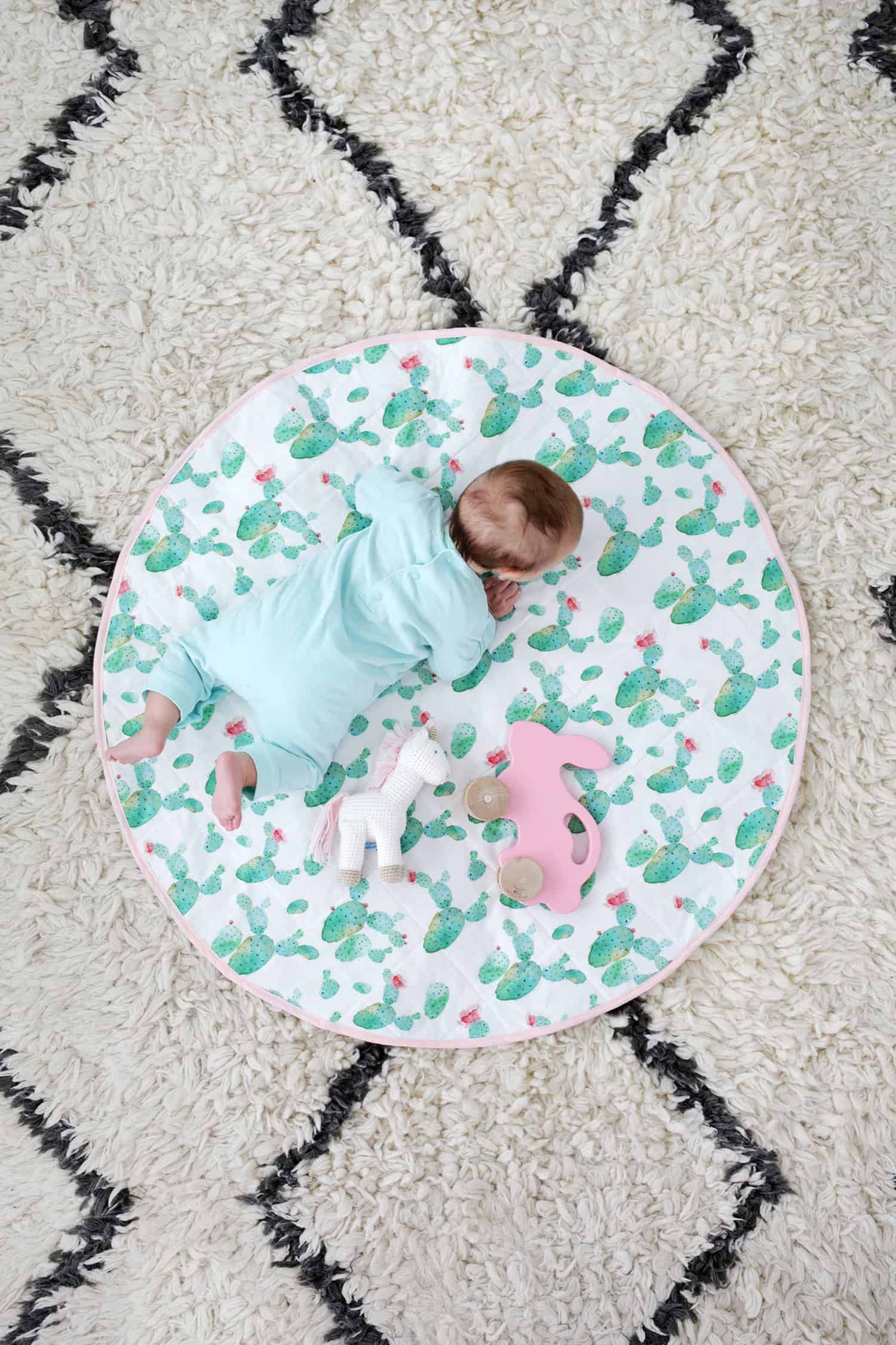 Circular quilted play mat