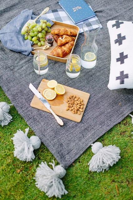 DIY jumbo tasseled picnic rug