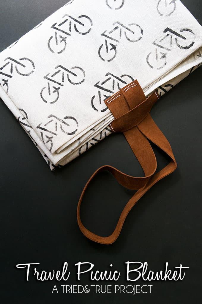 Folding travel picnic blanket