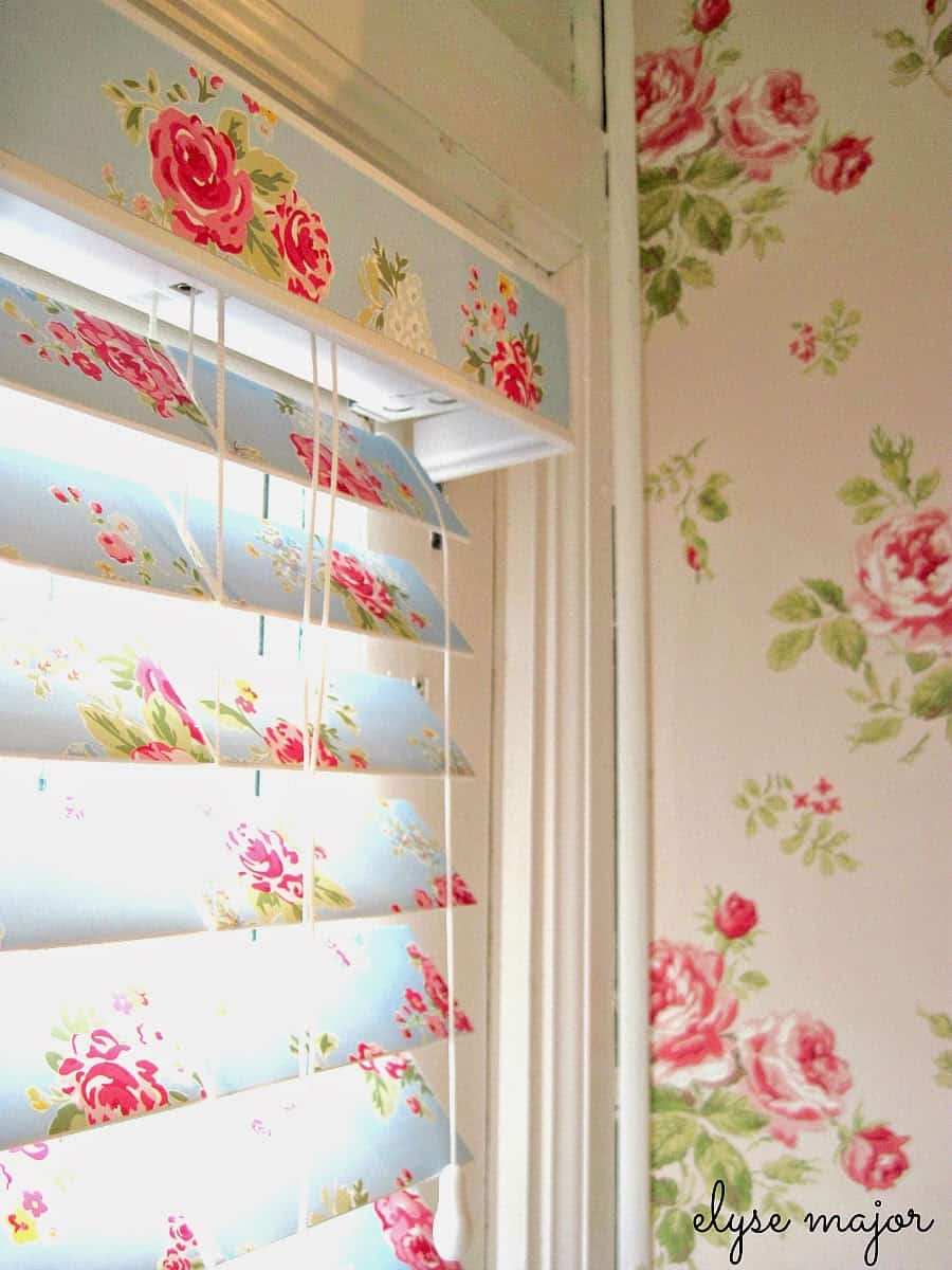 Pastel roses wallpaper blinds