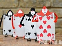 Playing card Alice in Wonderland soldiers 200x150 Sleight of Hand with a Twist: 15 Great Crafts Made With Playing Cards