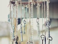 Shabby chic key and pearl wind chime 200x150 Acoustic Delights: 15 Stylish Wind Chime Crafts