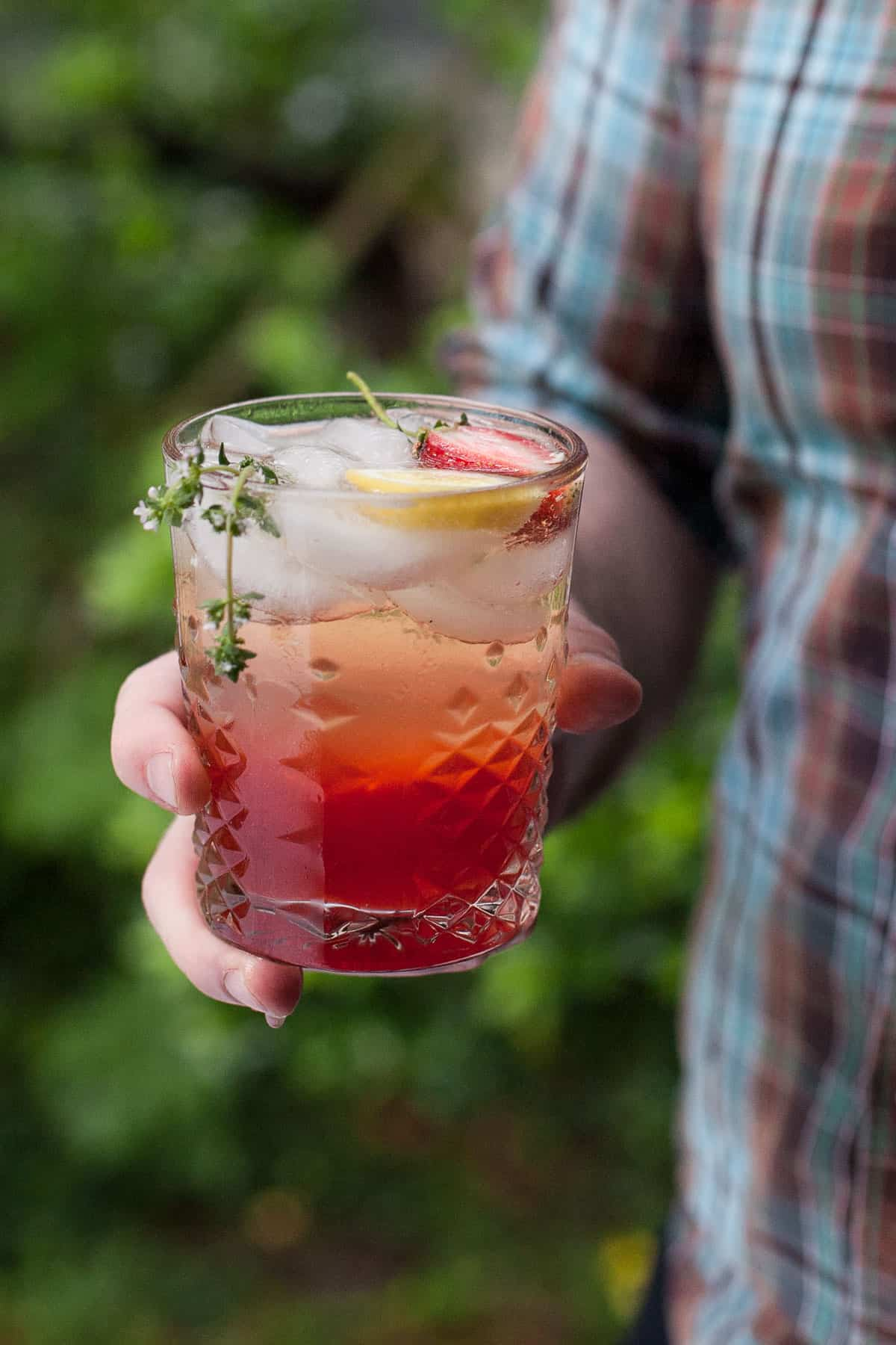 Strawberry prosecco lemonade
