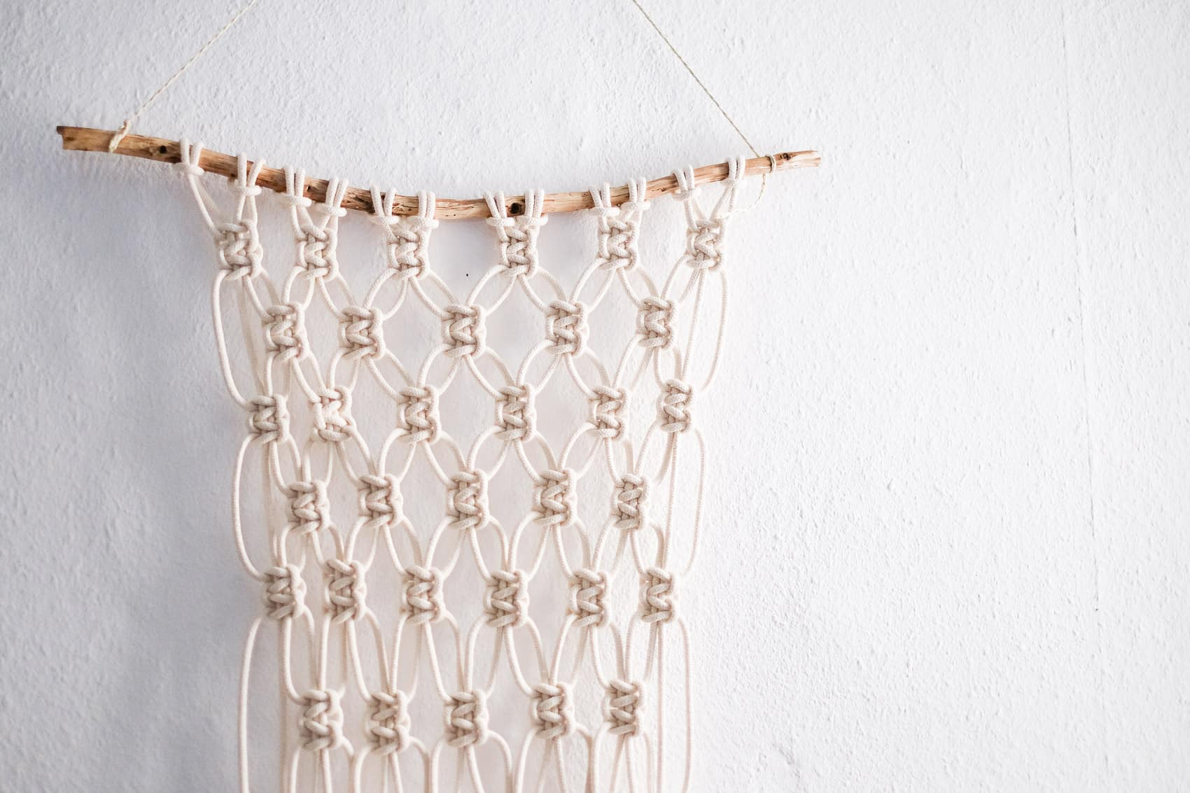 Super easy loosely knotted macrame wall hanging