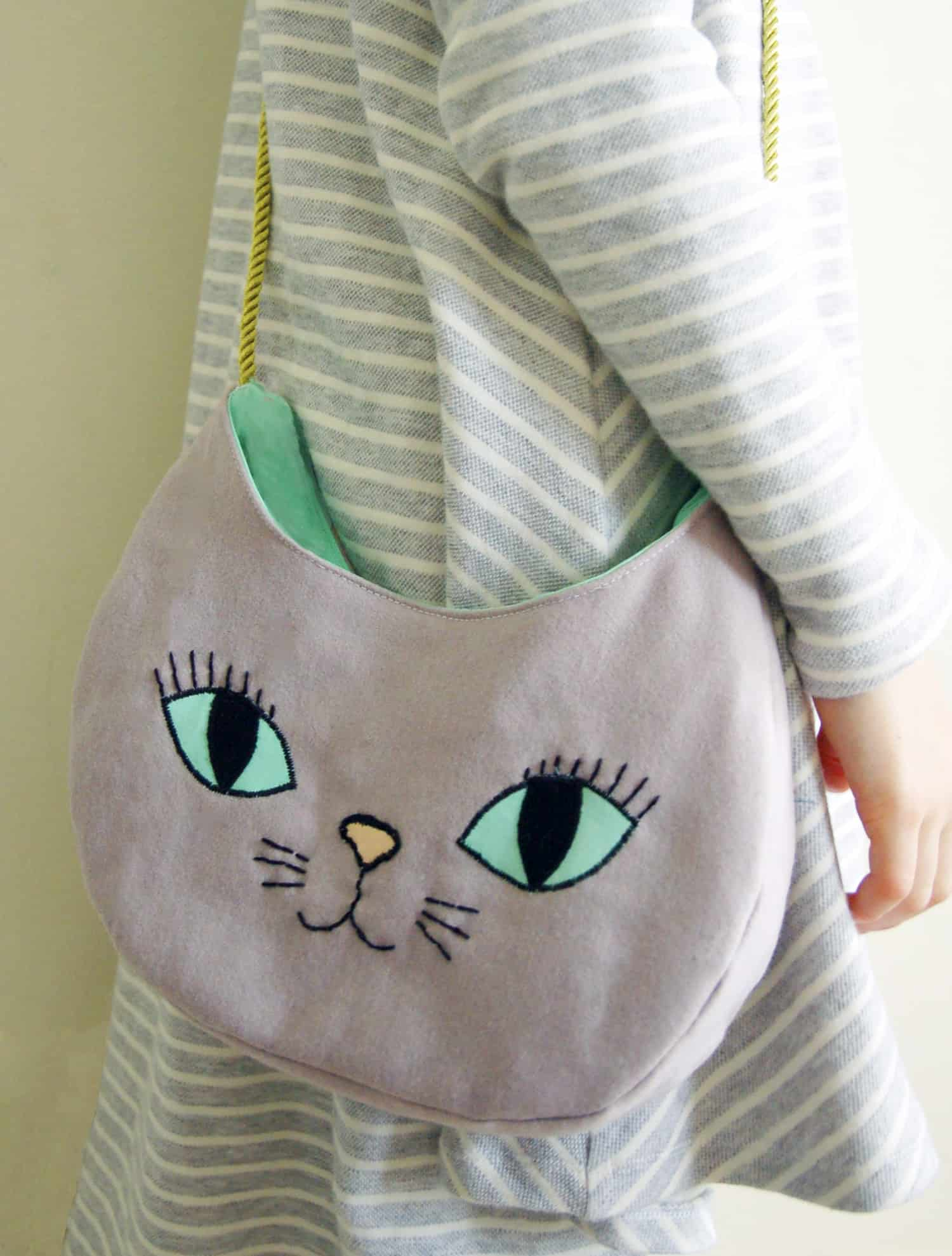 DIY embroidered kitty purse