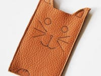 Stitched leather cat phone sleeve 200x150 15 Irresistibly Adorable Cat Themed Crafts with Modern Twist