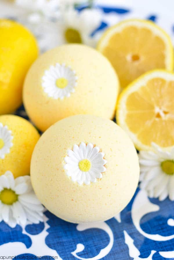 Lemon bath bombs