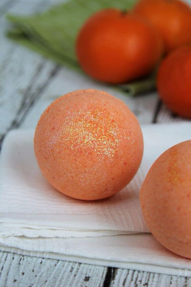 Sparkly orange crush bath bombs 15 Fruity Homemade Bath Products With Fantastic Scents