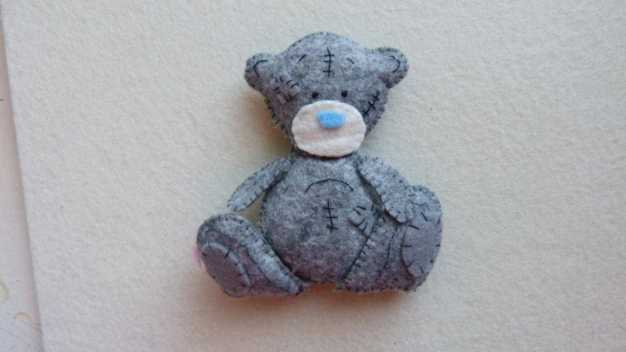 Little felt stuffed teddy bear 15 Cute Homemade Teddy Bears (Tutorials Included)