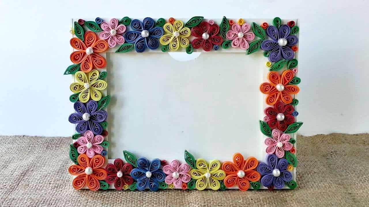 Paper quilled flowers photo frame