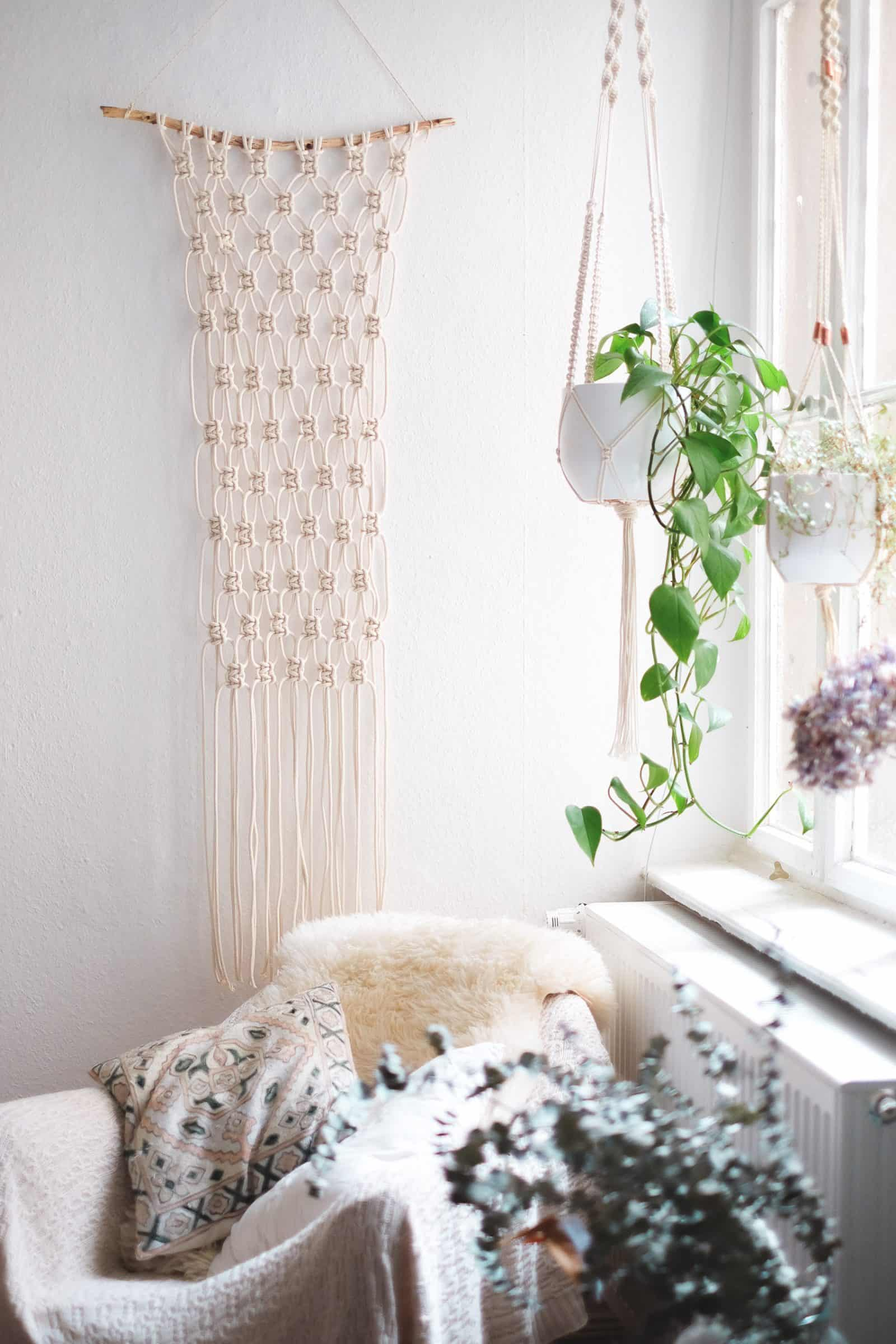 Super easy DIY macrame tutorial 15 Unique DIY Wall Hangings that Will Stand Out