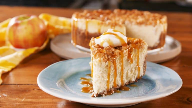 Apple crisp cheesecake 15 Fabulous Fall Desserts That Are Delicious