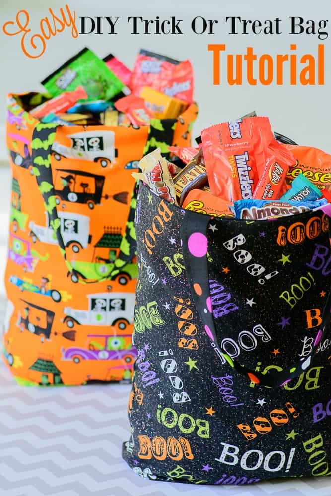Easy contrasting trick or treat totes 15 DIY Trick or Treat and Loot Bags