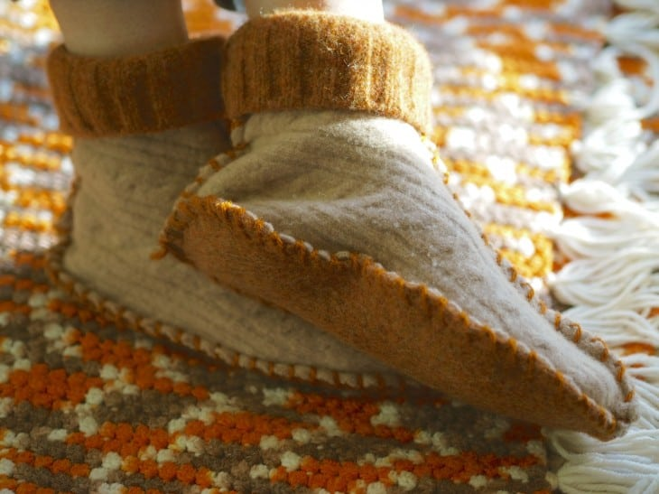 DIY cozy sweater slippers 15 DIY Slippers for Fall with Creative Design