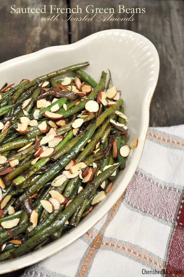 Sauteed French green beans with roasted almonds