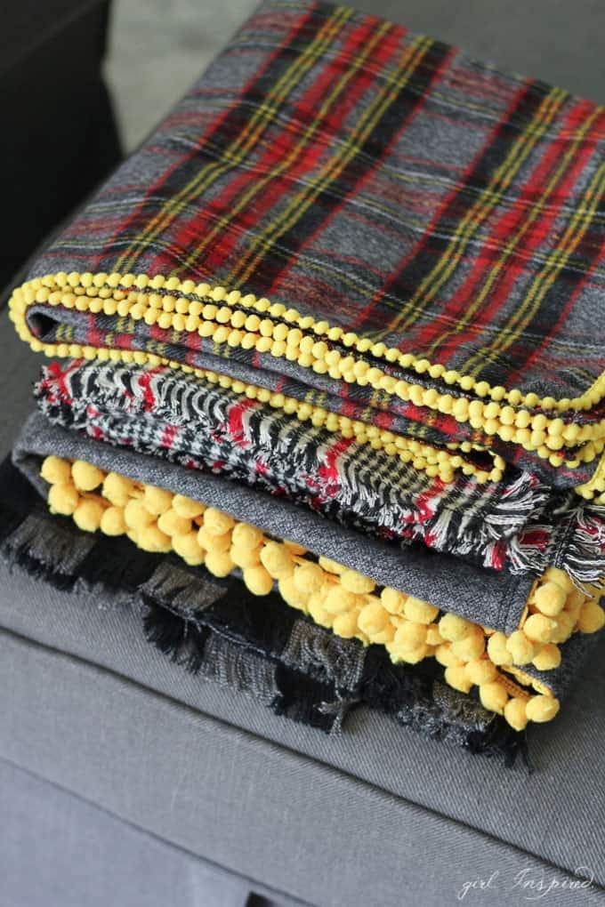 Easy flannel stroller blanket with cute trim