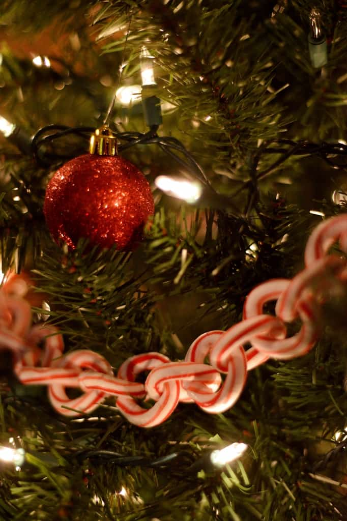 Pretty candy cane chain garland 15 Candy Cane Craft Ideas for Creative Peeps