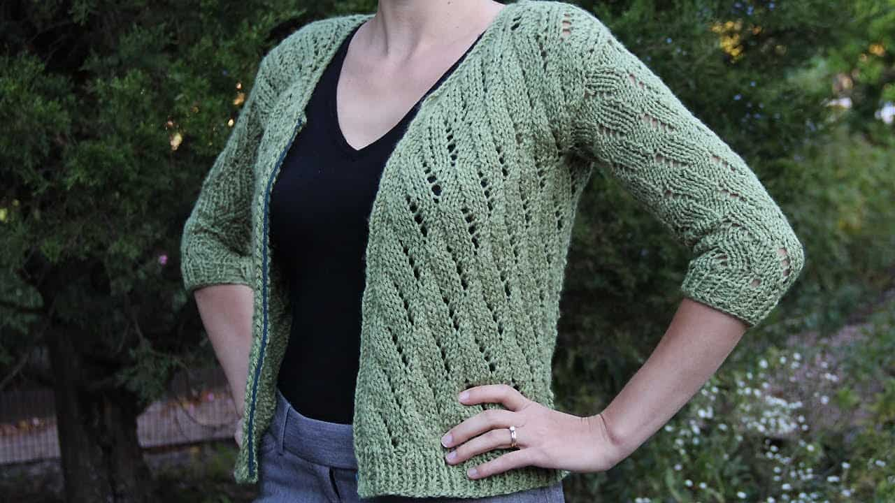 Pretty twisting knitted cardigan jacket