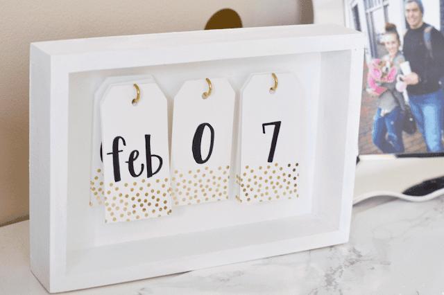 Framed gift tag desktop calendar